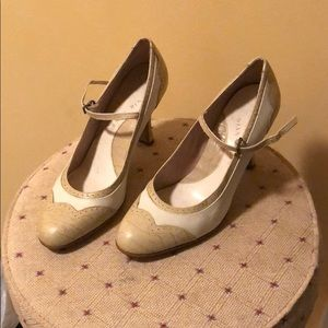 Vintage looking Gianni Bini heels